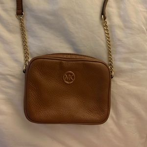 Michael Kors cross body in brown with gold chain